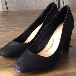 NWT Black chunky heel pumps